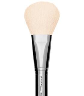 [NEW] 맥 X 더 브론즈 컬렉션 / 135SES 라지 플랫 파우더 브러쉬 M.A.C 135SES Large Flat Powder Brush / The Blonds